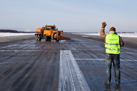 Уборка снега  аэропорт Домодедово
