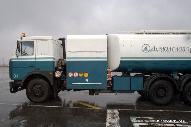 Машины аэропорта Домодедово.