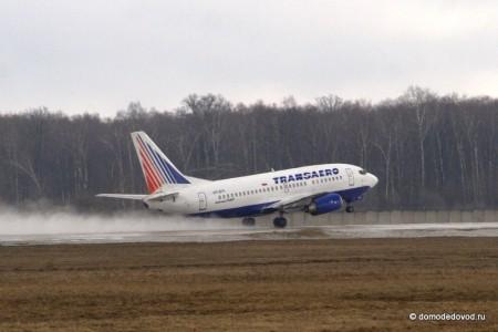 Взлетающий самолет Трансаэро