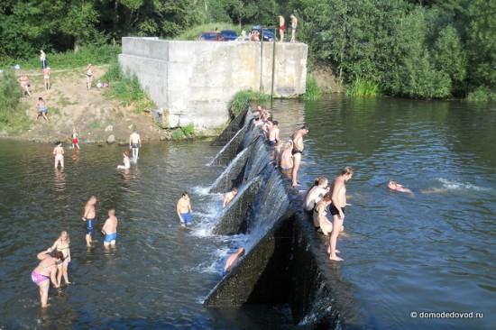 Плотина на реке Рожайка около санатория Подмосковье в районе Домодедово