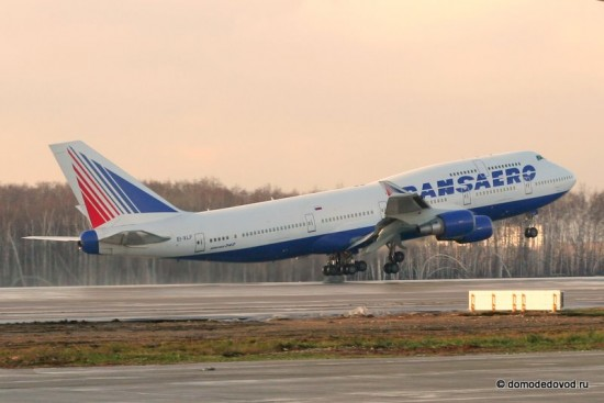 Боинг-747 идет на взлет