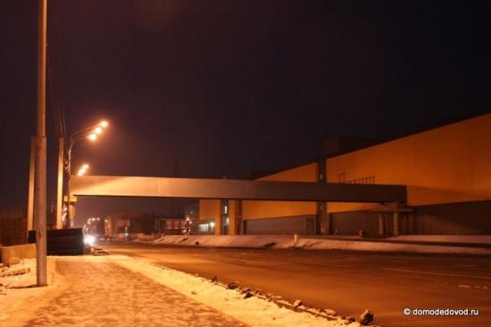 Надземный пешеходный переход около Торгового квартала