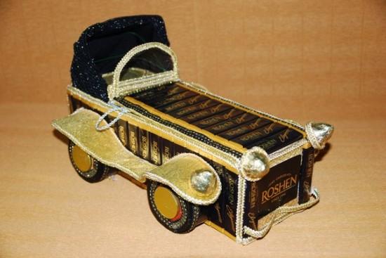 Ретро-автомобиль из шоколадок. Мастер-Светлана Рублева.