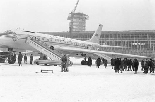Начало пассажирских перевозок. Москва (Домодедово)- Екатеринбург (Кольцово).<br /> 25 марта 1964 года.