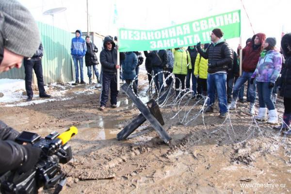 Местные перекрыли подъезд к свалке в Домодедово