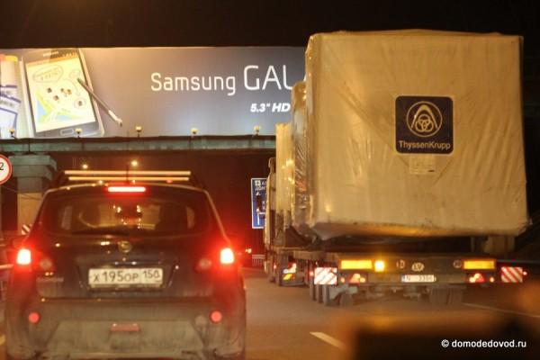 Автопоезд перед мостом
