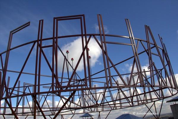 Надпись Гюнай на крыше дома