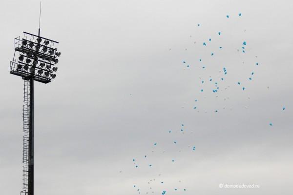 Запуск воздушных шаров на стадионе Авангард