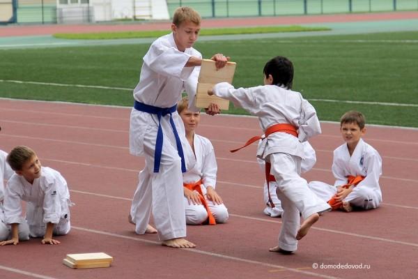 Показательные выступления секции каратэ