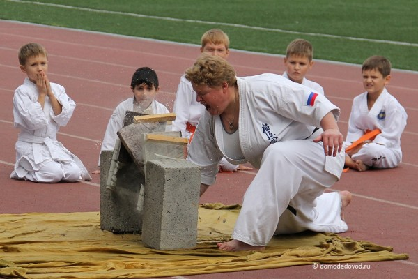 Показательные выступления руководителя секции каратэ Екатерины Лебедь