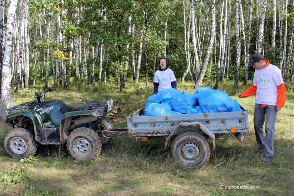 Уборка мусора в лесу около села Никитское