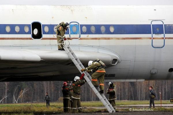 Эвакуация через аварийные выходы
