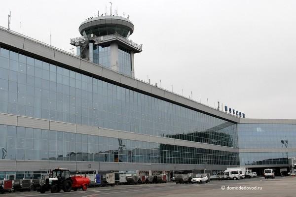 Здание аэропорта Домодедово и вышка КДП