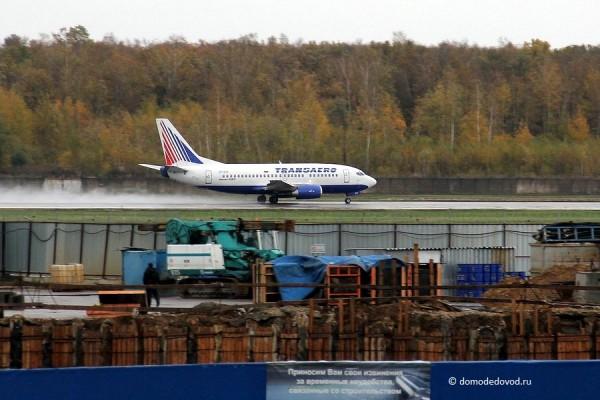 Взлетно-посадочная полоса в аэропорту Домодедово