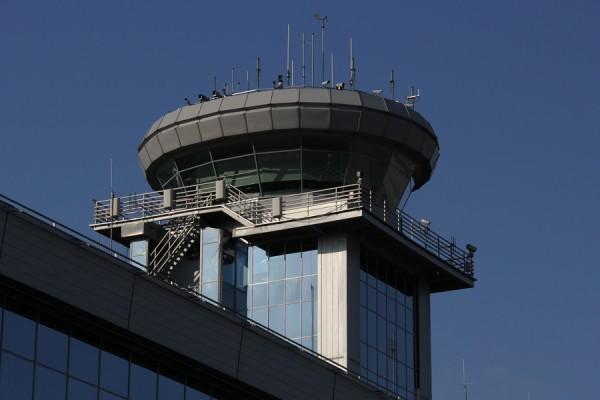 Фотобанк: Московский аэропорт Домодедово. Вышка контрольно-диспетчерского пункта