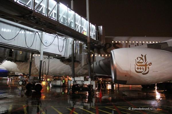 Двухуровневый телетрап позволяет пассажирам выходить сразу с двух этажей авиалайнера