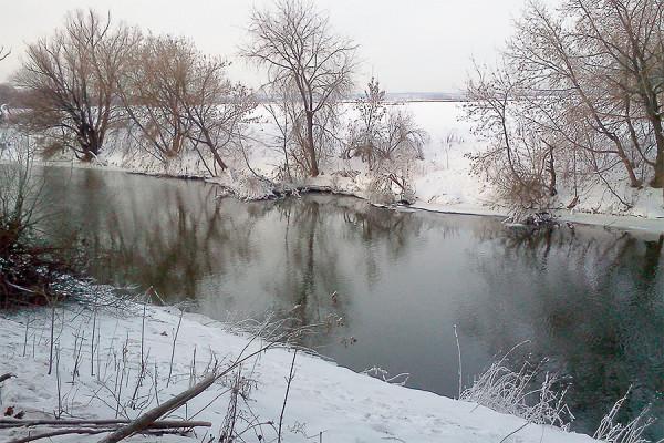 Река Пахра зимой