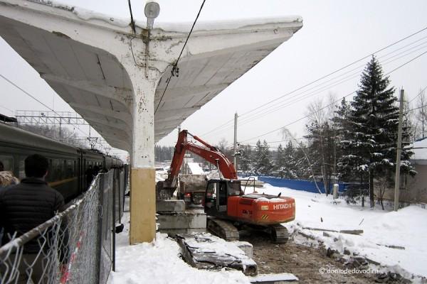 Строительство пешеходного моста на станции «Авиационная»
