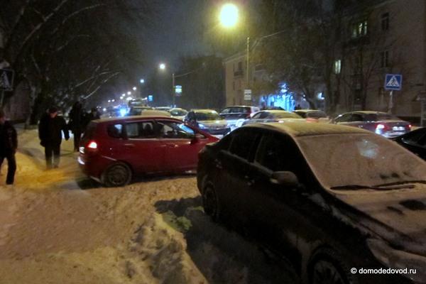Снегопад в Домодедово привел к пробкам (4)