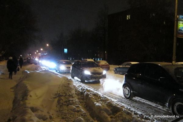 Снегопад в Домодедово привел к пробкам (5)