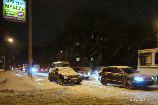 Снегопад в Домодедово привел к пробкам (7)