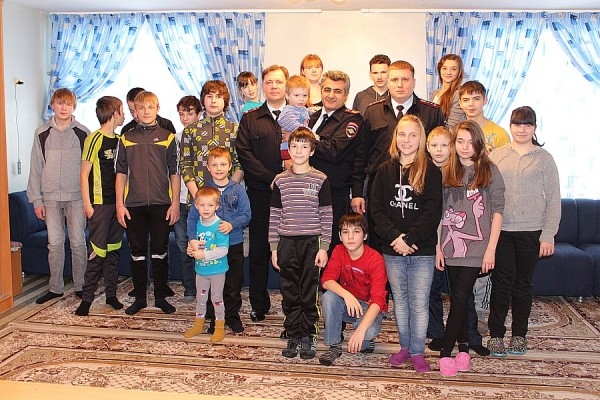 Домодедовские полицейские посетили детский дом им. Талалихина (8)