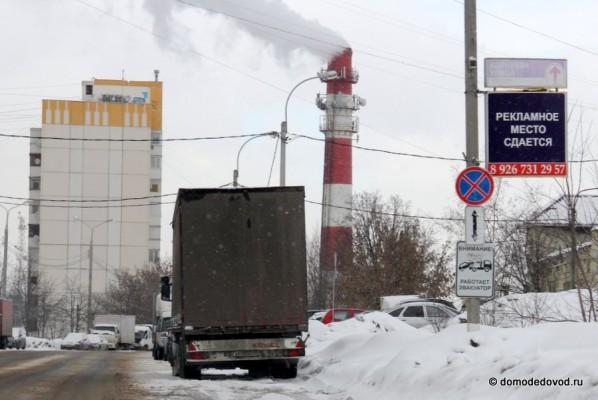 Фуры на улице Корнеева