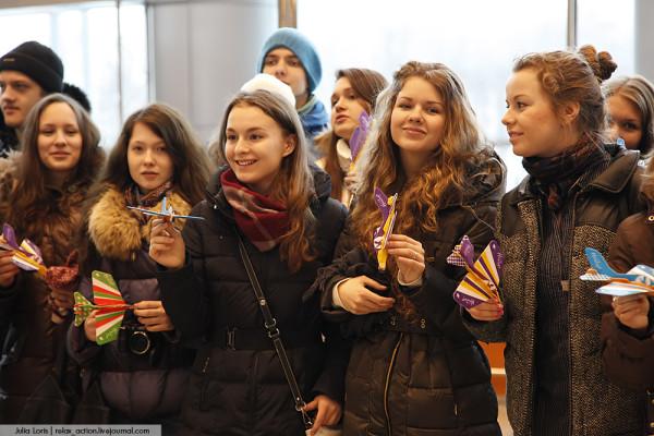 Юные споттеры в аэропорту Домодедово