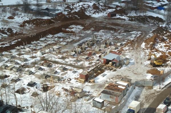 Строительство многоуровневой парковки на Северной. Фото 17 марта 2013 года