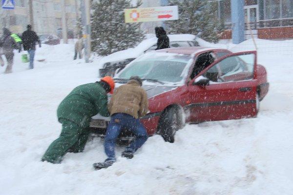 Автомобиль в микрорайоне Северный