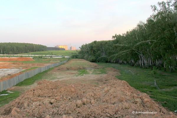 Впереди Новое и Южное Домодедово, слева ЖК Европейский, справа — роща