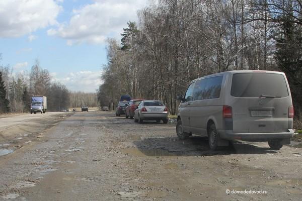 Парковка на повороте на поселок Володарского