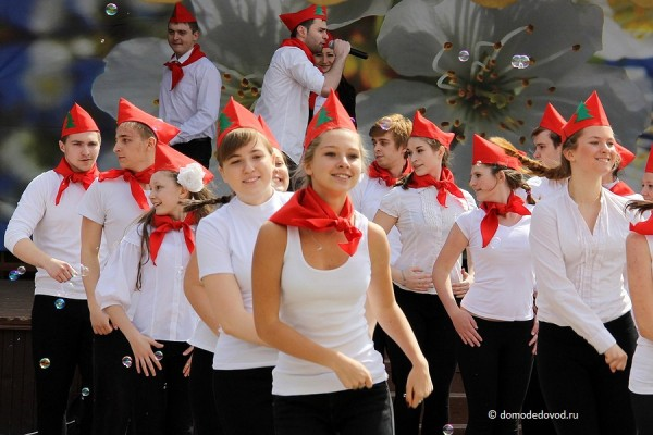 Танцы пионеров
