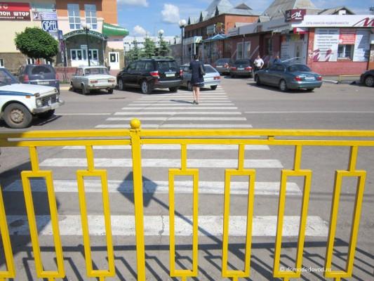 Пешеходный переход около рынка