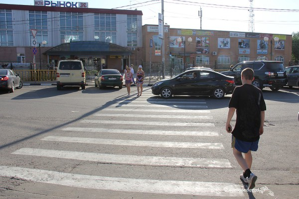 Пешеходный переход на улице Корнеева