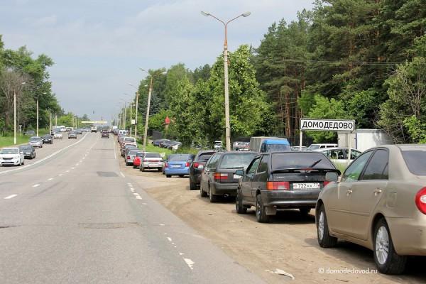 Автомобили на Каширском шоссе около парка Елочки. Лето 2013 года