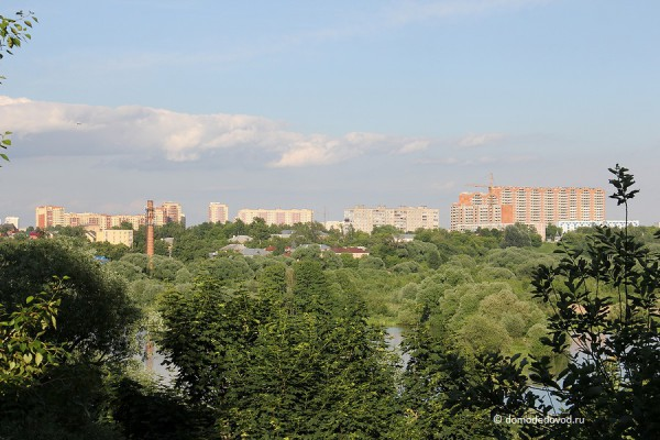 """Вид на современный город из окна усадьбы """"Константиново"""""""