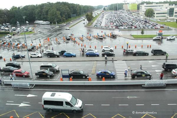 Привокзальная площадь аэропорта Домодедово, парковки, подъездная дорога к аэропорту