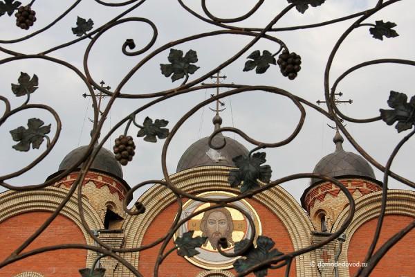 Декоративная решетка ворот
