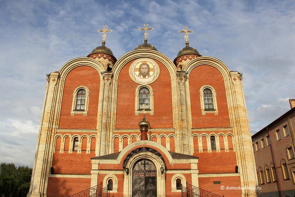 Собор Всех Святых, в земле Российской просиявших. Парадный вход