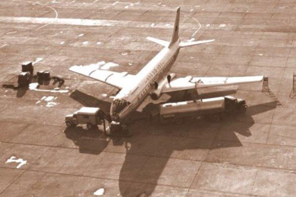 Оперативное ТО самолета ТУ-104. 1964 год