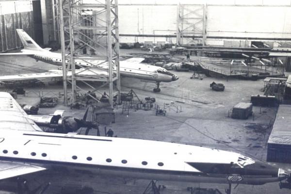 Цех по обслуживанию самолетов. 1964 год