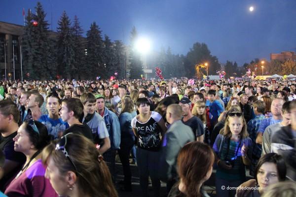 Домодедовцы на площади 30-летия Победы в день города