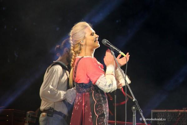 Вместе с Пелагеей пели все зрители