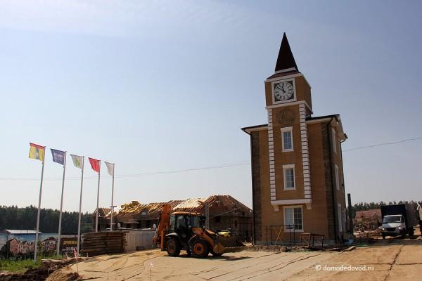 Коттеджный поселок Домодедово Таун. Башня с часами