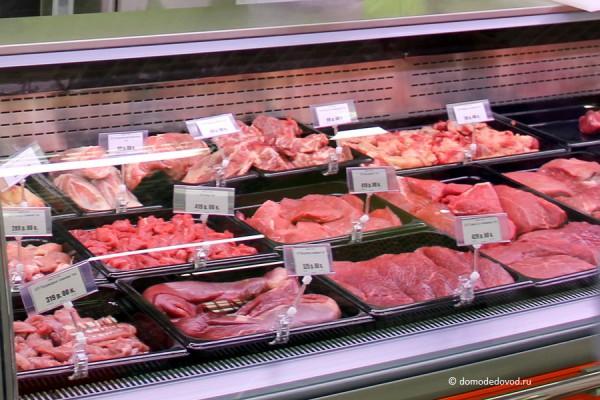 отличие красивая выкладка мяса на витрине фото одно фото