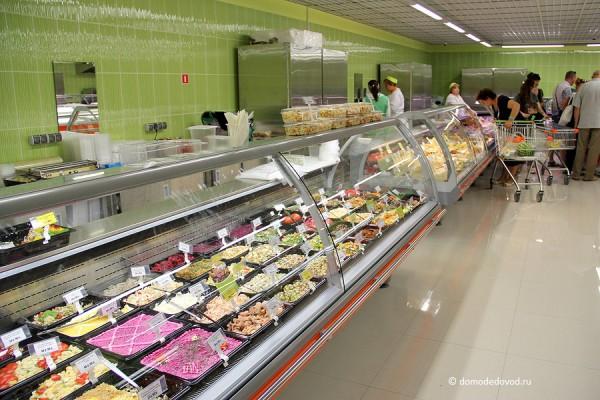 """Витрина с салатами. Супермаркет """"Я Любимый"""" в Домодедово"""