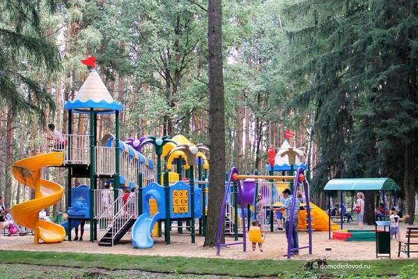 Детская площадка в парке Ёлочки