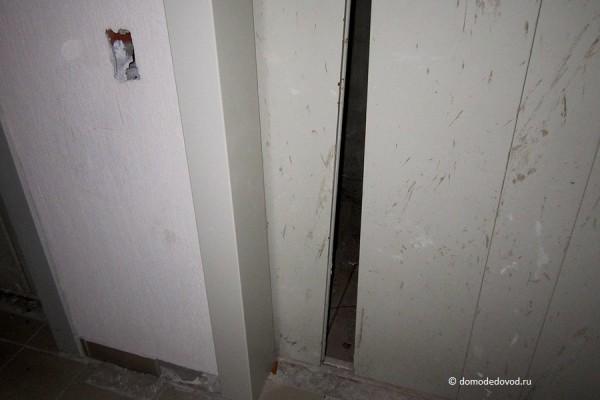 Двери и кнопка вызова лифта. Так на всех этажах