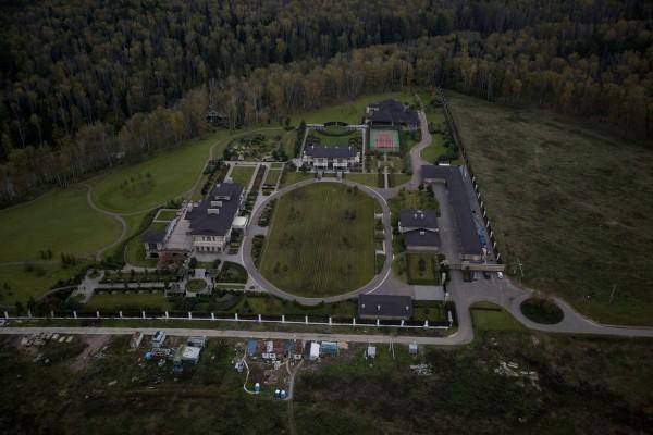 Вид на дворец Якунина в деревне Акулинино с воздуха